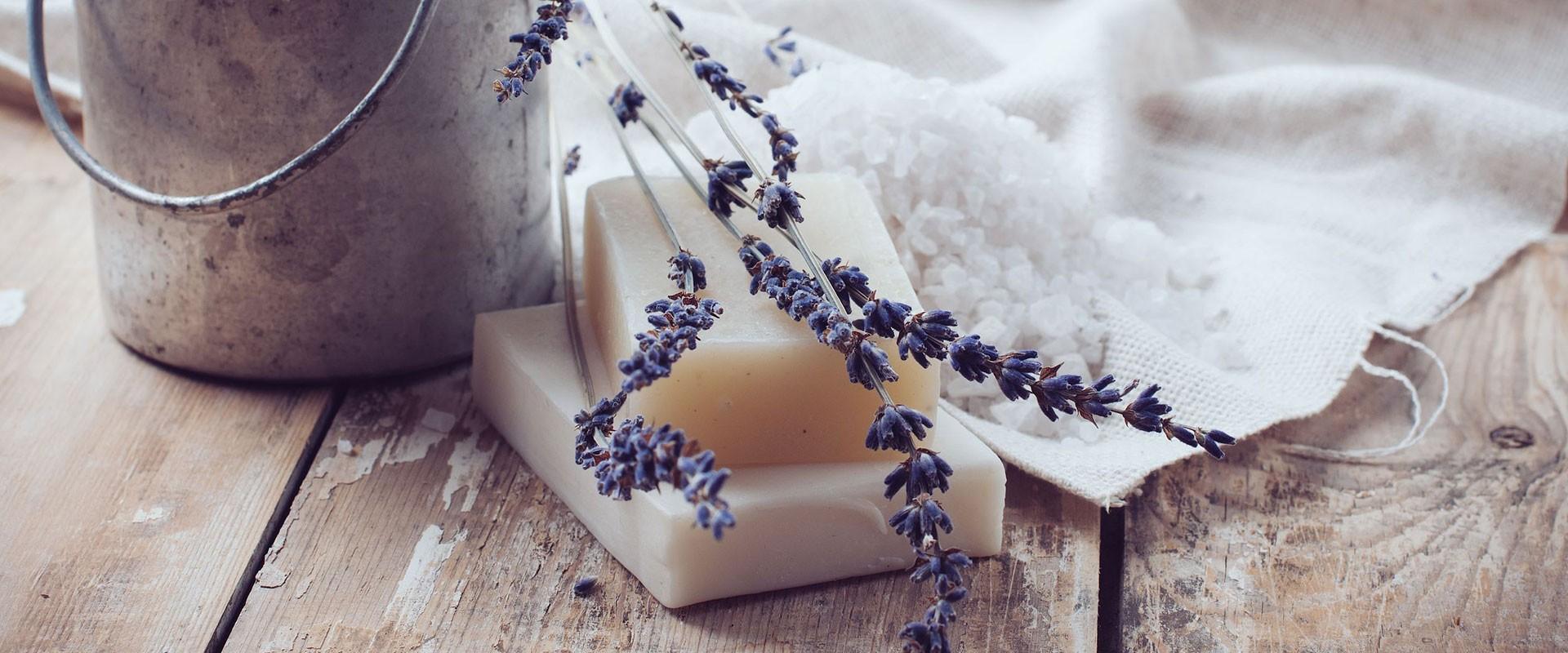 Přírodní mýdla a šampony pro zdravou pokožku a krásné vlasy